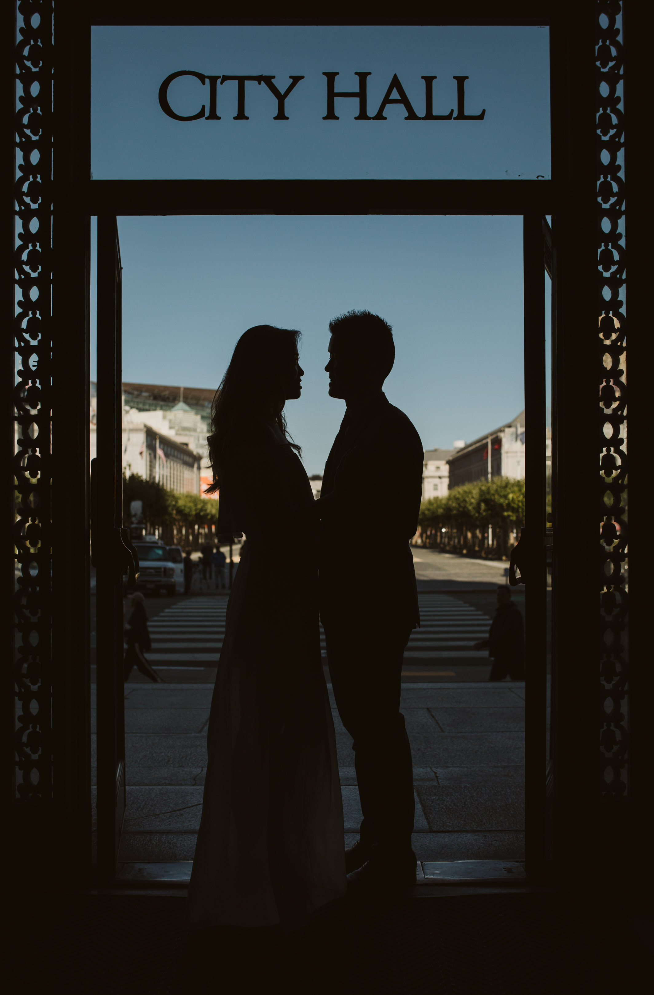 asian couple san francisco city hall door silhouette